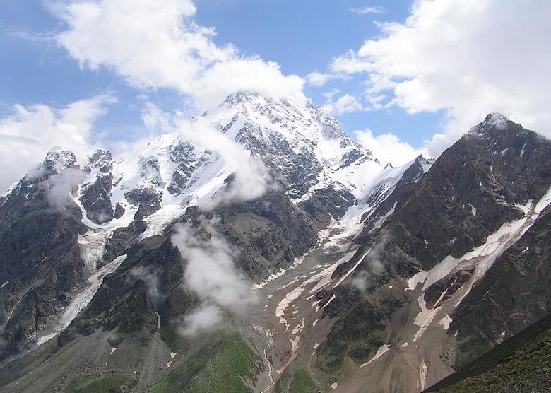 Gora Dykh Tau