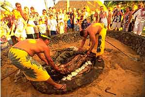 Picture of Old Lahaina Luau, courtesy of Alternative Hawaii.