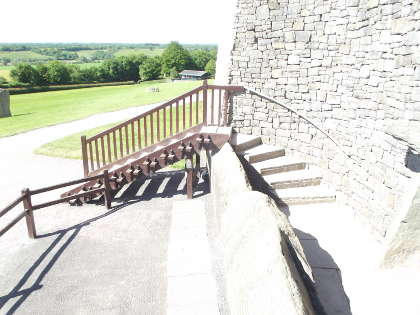 There is no disabled access to the tomb of Newgrange.