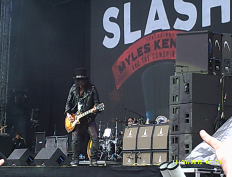 Slash playing his guitar at Download 2015.